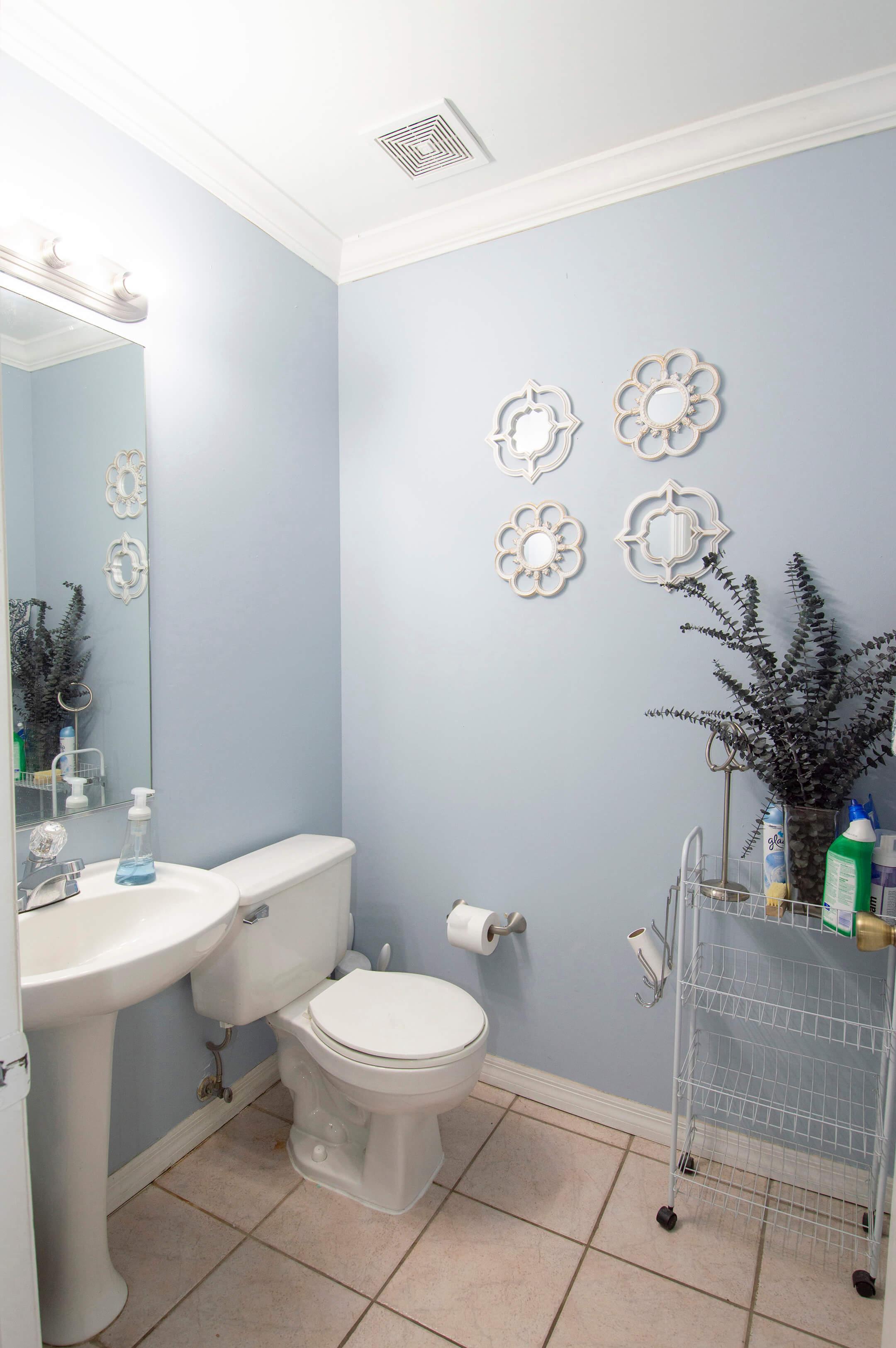 12-Half_Bathroom