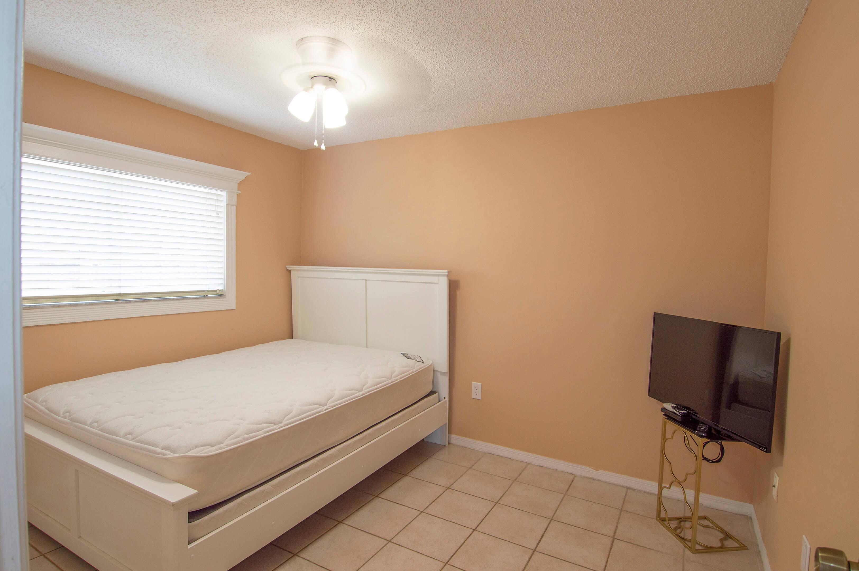 8-Guest_Bedroom_1a